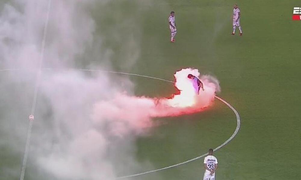 Χαμός πριν το Σάντος-Μπόκα Τζούνιορς: Οπαδοί πέταξαν φωτοβολίδες μέσα στο γήπεδο (video+photos)