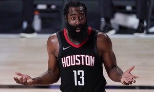 NBA: «Βράζουν» με Χάρντεν στο Χιούστον - Παίρνεις δώρο αν πετάξεις τη φανέλα του (video+photos)