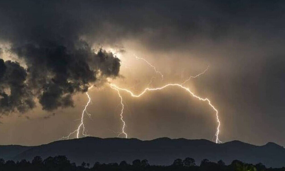 Καιρός: Προσοχή μέχρι την Τετάρτη – Καταιγίδες και τσουχτερό κρύο