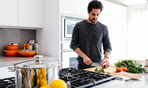 Και τι δεν φτιάχνεις: Πέντε υλικά που πρέπει να υπάρχουν οπωσδήποτε στην κουζίνα μας!
