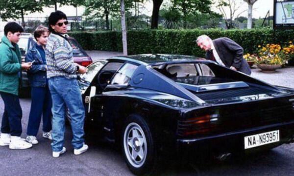 H ιστορία της μαύρης Ferrari Testarossa του Μαραντόνα
