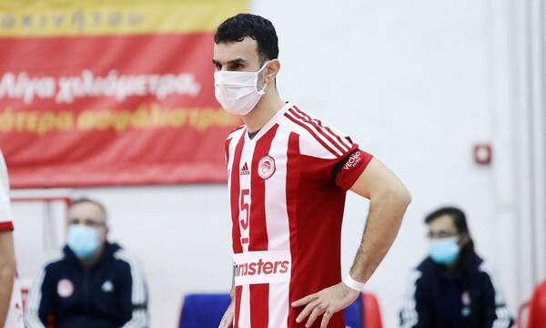 Volley League: Έγραψε ιστορία και αγωνίστηκε με… μάσκα παίκτης του Ολυμπιακού (video+photos)