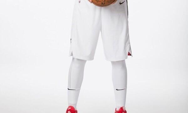 Γνωστός μπασκετμπολίστας στο πλευρό πάμπλουτης καλλονής (pics)