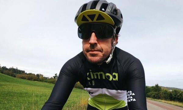 Στο νοσοκομείο ο Φερνάντο Αλόνσο – Τον παρέσυρε αυτοκίνητο ενώ έκανε ποδήλατο (photos)
