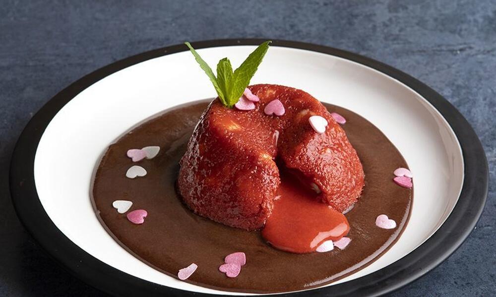 Άκης Πετρετζίκης: Moelleux φράουλα