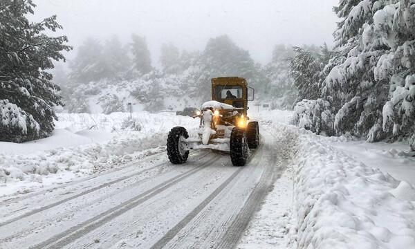 «Μήδεια»: Χιονίζει παντού στην Αθήνα - Αναμένεται δύσκολη νύχτα