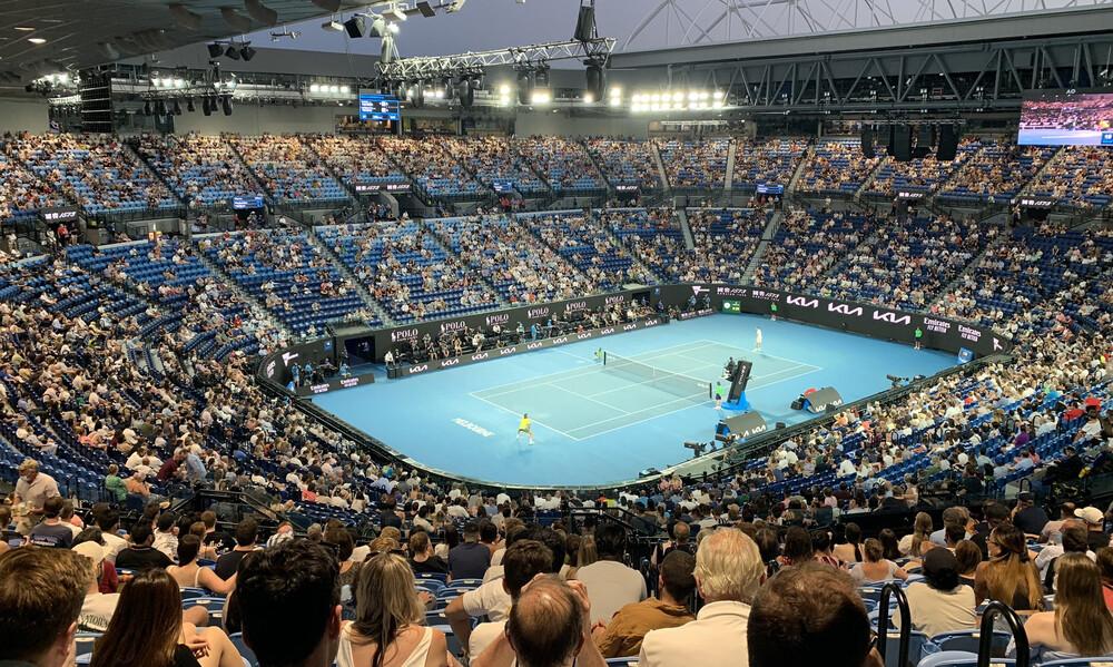 Τσιτσιπάς: Αθάνατη ελληνική εξέδρα στο Australian Open με συνθήματα και... παρατηρήσεις (photos)