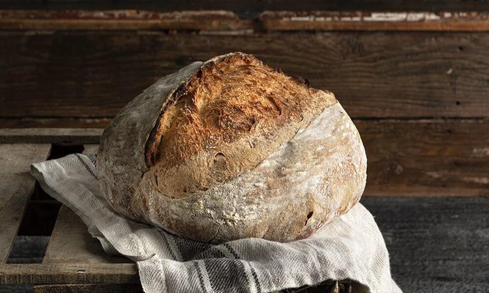 Άκης Πετρετζίκης: Χωριάτικο ψωμί