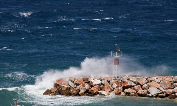 Καιρός: Θυελλώδεις άνεμοι στο Αιγαίο – Πότε έρχεται νέα ψυχρή «εισβολή»