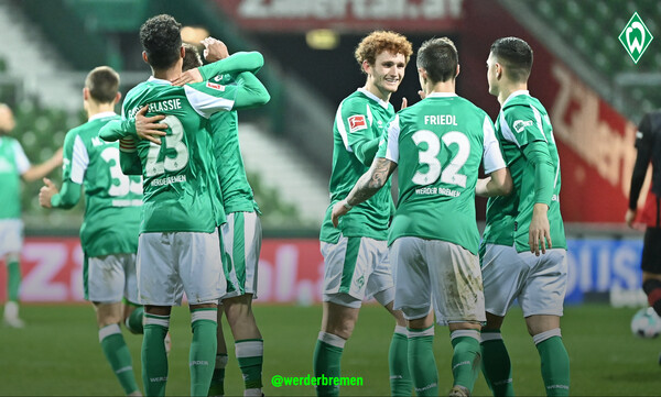 Bundesliga: Η Βέρντερ φρέναρε την Άιντραχτ (photos)