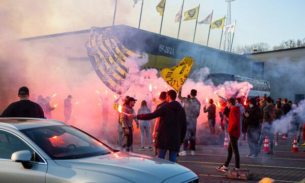 Χαμός στην «ελληνική» Φένλο: Απόθεωση με καπνογόνα πριν τη Φίτεσε (video+photos)