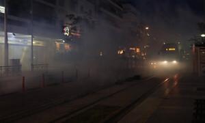 ΤΩΡΑ: Σοβαρά επεισόδια στη Νέα Σμύρνη - Πετροπόλεμος και χημικά (pics+vid)