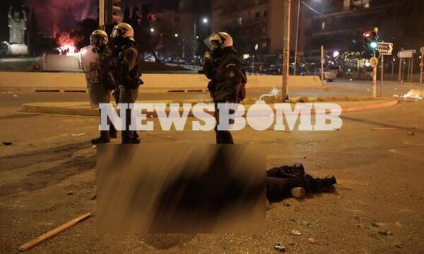 Επεισόδια στη Νέα Σμύρνη: Τραυματίας αστυνομικός μετά από ξυλοδαρμό - Του πήραν το όπλο
