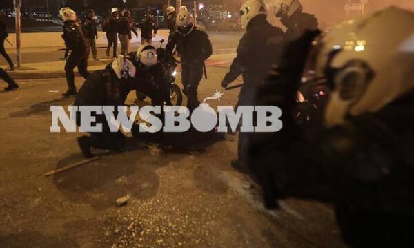 Επεισόδια Νέα Σμύρνη: Βίντεο ντοκουμέντο - Η στιγμή της επίθεσης στον αστυνομικό
