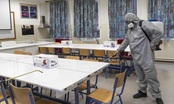 Κλείνουν τα σχολεία σε όλη την Ελλάδα για δύο εβδομάδες