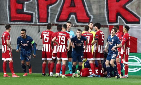 Παπασταθόπουλος: «Στο δεύτερο γκολ της Άρσεναλ υπάρχει φάουλ στον Εμβιλά» (video)