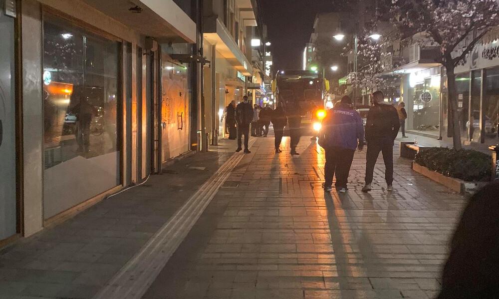 ΑΕΛ-Ολυμπιακός: Άγρια... υποδοχή των «ερυθρόλευκων»  στη Λάρισα (video+photos)