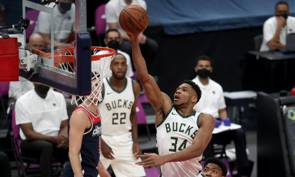 NBA: Σπουδαίος Γιάννης - Νίκη για Μπακς (video+photos)