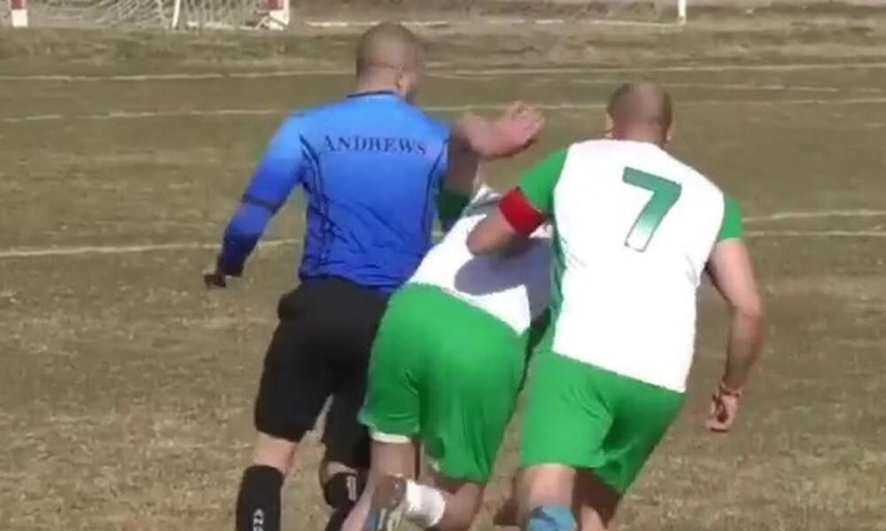 Σφαλιάρες σε διαιτητή και... κυνηγητό από παίκτες για μια κίτρινη κάρτα (video)
