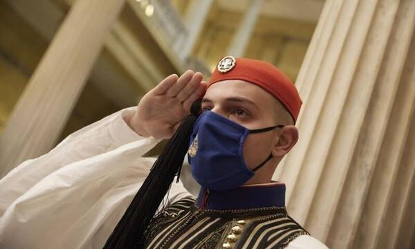 Εθνική Επέτειος: Τιμή στην Ελληνική Επανάσταση στο Προεδρικό Μέγαρο - Δείτε εικόνες και βίντεο
