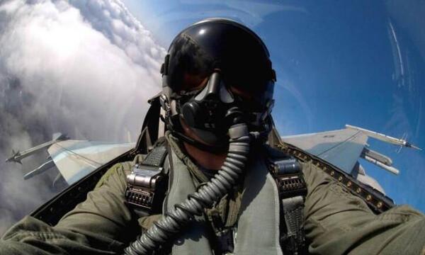 25η Μαρτίου - Ρίγη συγκίνησης: Το μήνυμα του πιλότου του «ΖΕΥΣ» - «Ψηλά τα βλέμματα και οι καρδιές»