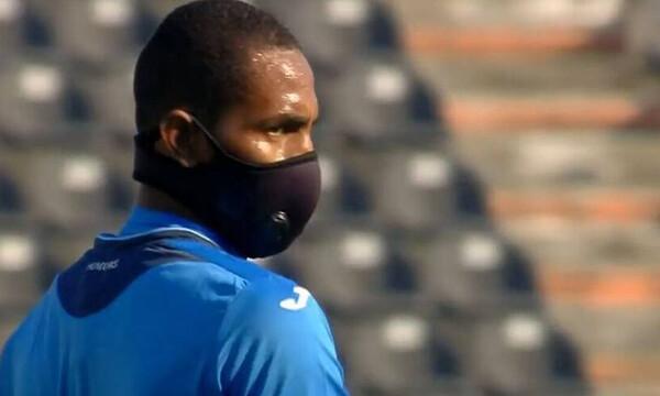 Ελλάδα-Ονδούρα: Με μάσκα παίζει ο Μπένγκτσον - Ο πρώτος ποδοσφαιριστής στον κόσμο (video)