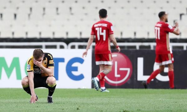 ΑΕΚ-Ολυμπιακός: Ένταση στο ΟΑΚΑ μετά το 0-4 και άγριο ξεφωνητό σε παίκτες και Χιμένεθ