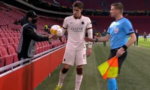 Άγιαξ-Ρόμα: Ball boy πέταξε τη μπάλα στη μούρη του Καλαφιόρι! (Video)