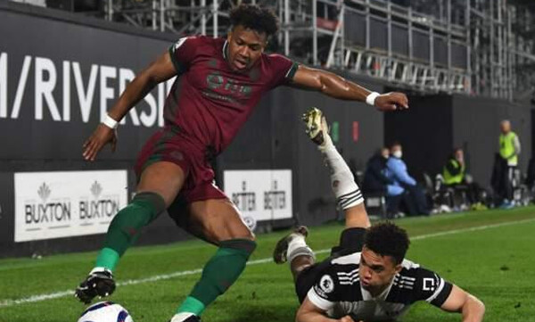 Premier League: O Tραορέ «χτύπησε» στο φινάλε και βύθισε τη Φούλαμ