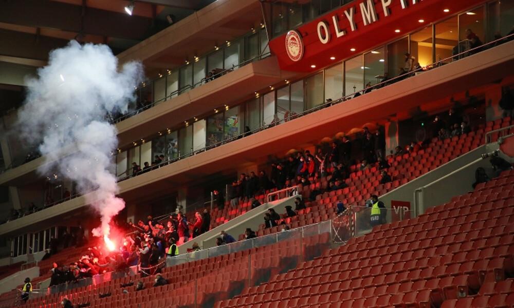 Ολυμπιακός-Παναθηναϊκός: Άναψαν καπνογόνο στο γήπεδο μετά το γκολ του Μακέντα! (photos)