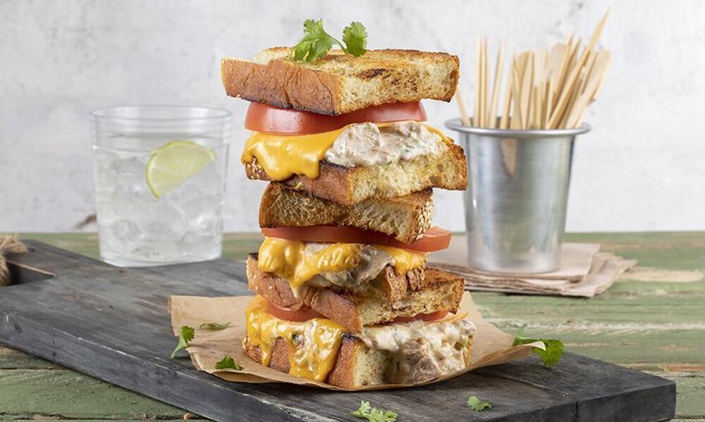 Άκης Πετρετζίκης: Tuna melt sandwich
