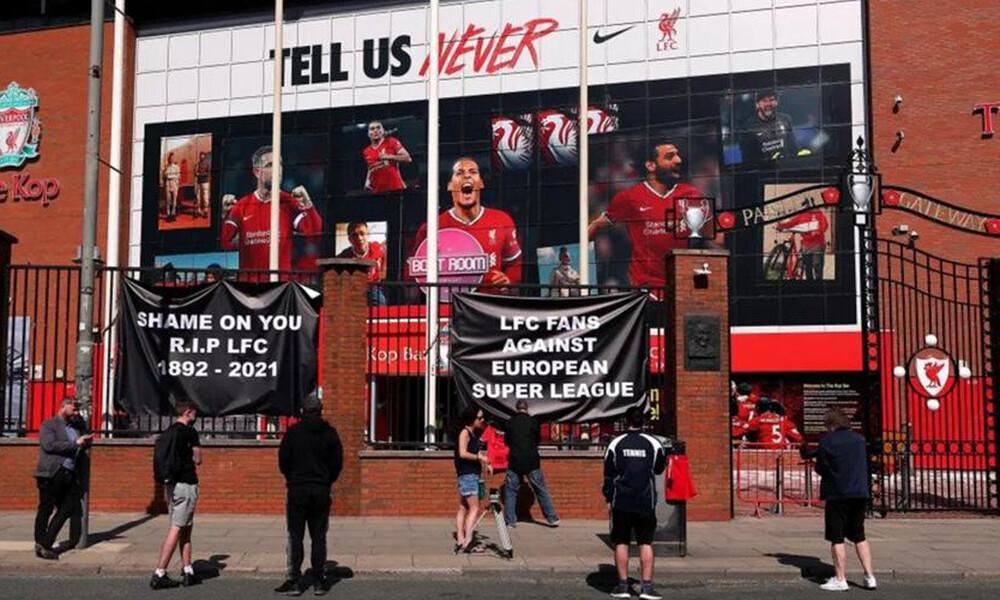 European Super League: Κρέμασαν μαύρα πανό οπαδοί της Λίβερπουλ - Αντιδράσεις στην Αγγλία