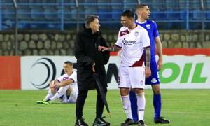 Λαμία-ΑΕΛ: Ένταση του Τσόσιτς με τον διαιτητή και κόκκινη στον Κούγια! (video)