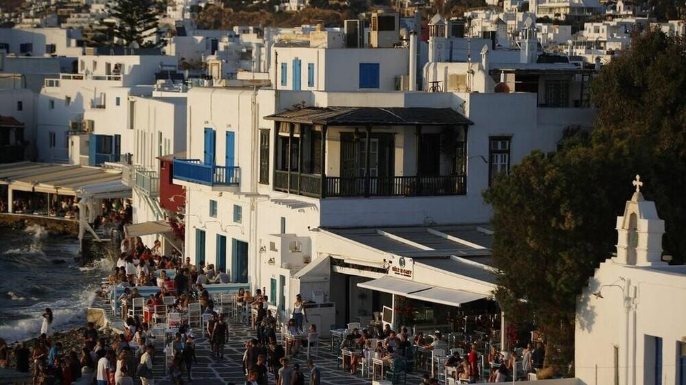 Ποια 15 ελληνικά νησιά προτείνει η Daily Telegraph για διακοπές;