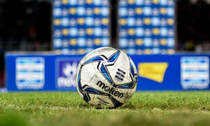 Super League: Τρολάρισμα για τους «12» της ESL (photo)