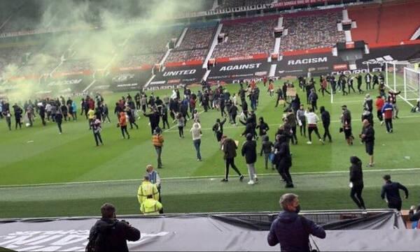 Μάντσεστερ-Λίβερπουλ: Οι αντιδράσεις των οπαδών της Γιουνάιτεντ - Το «ντου» στο γήπεδο (video)