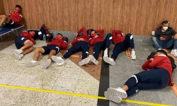 Κόπα Σουνταμερικάνα: Διανυκτέρευσε στο αεροδρόμιο η Ιντεπεντιέτε, απέλαση σε μέλη της! (Photos)