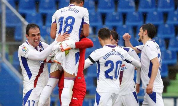 La Liga: Έμεινε ζωντανή η Εϊμπάρ! (Video)