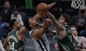NBA: Βαριά ήττα για Μπακς από Σπερς - Πάλευε μόνος ο Γιάννης (photos+video)