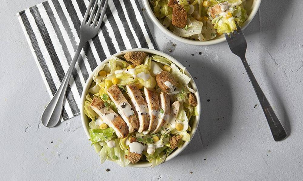 Άκης Πετρετζίκης: Light Caesar salad