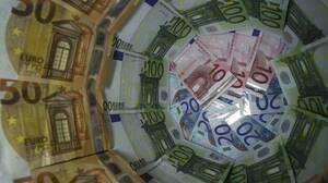 Κίνητρα με χρηματικά μπόνους για τους δημοσίους υπαλλήλους