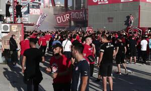 Ολυμπιακός-ΠΑΟΚ: Χαμός στο «Γ. Καραϊσκάκης» - Κόσμος έξω από το γήπεδο (photos)