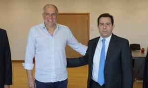 Συνάντηση Μηταράκη με Ομπράντοβιτς - Τι γυρεύει στην Ελλάδα ο Σέρβος;