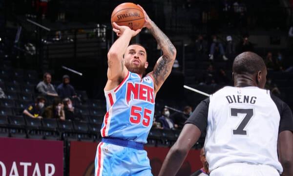 NBA: Έπεισε και μένει στο Μπρούκλιν ο Τζέιμς! (Photos)