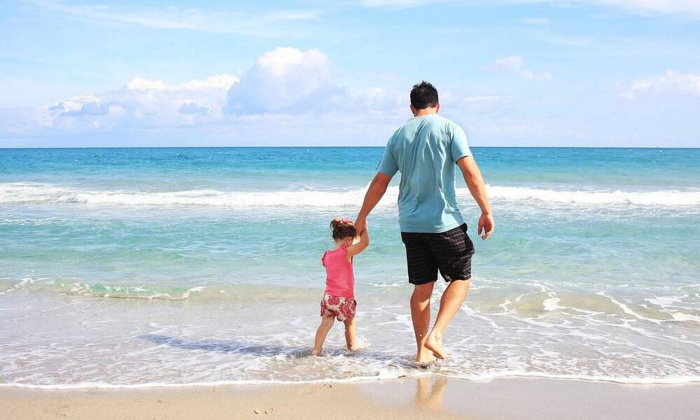 Κοινωνικός Τουρισμός 2021: Αύξηση των δικαιούχων - Ποιοι θα κάνουν δωρεάν διακοπές