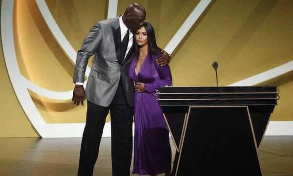 NBA: Ράγισαν καρδιές στην είσοδο του Κόμπι στο Hall Of Fame (photos+video)