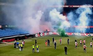 «Ντου» οπαδών με καπνογόνα στο Φέγενορντ-Βααλβάικ για παράξενο λόγο (video)