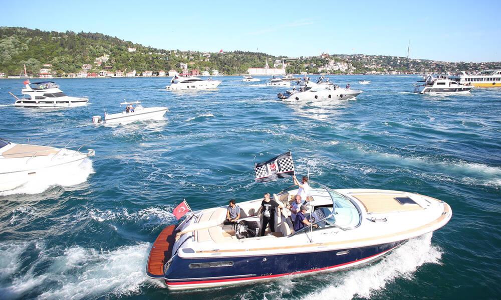 Χαμός στον Βόσπορο για την Μπεσίκτας: Φιέστα με σκάφη για το νταμπλ (video+photos)