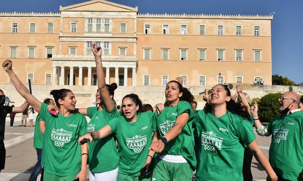 Παναθηναϊκός: Οι Πρωταθλήτριες στο Σύνταγμα και η υποδοχή στη Λεωφόρο (photos)