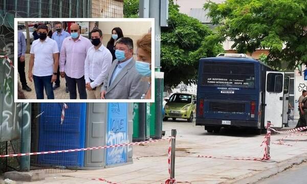 Αυγενάκης: Απαγόρευσε τις συναθροίσεις, αλλά πήγε σε εκδήλωση με δεκάδες άτομα (photos)